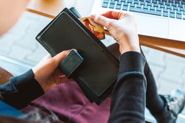Market Round Up: E-Commerce Taxation😰Plastic fantastic✌