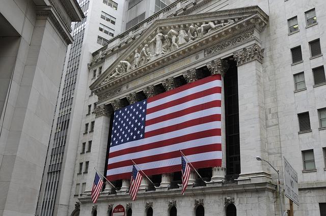 Market Round Up: Bond Yield Inversion Spells Doom 💀 SoftBank Plays Hardball 👊